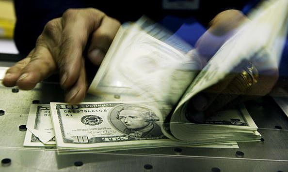 British Convert Pounds To U.S. Dollars